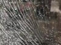 这玻璃的质量也太差了吧,大半夜爆炸了