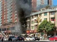 锦绣花园一商铺着火,消防员哥哥及时补救