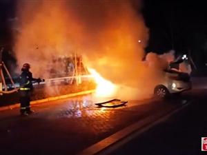 事发寻乌!一小车突发自燃,消防紧急扑救!
