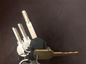 失物招领:捡到两串钥匙,请失主速速来认领