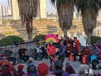 信丰嘉定廊桥旁的一幕,这就是传统戏剧的魅力!