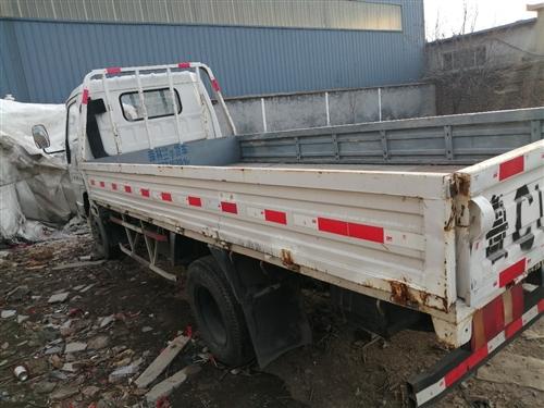 六轮平板货车
