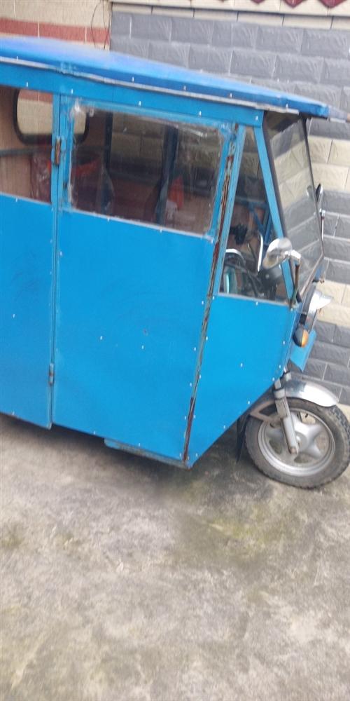 摩托三轮车