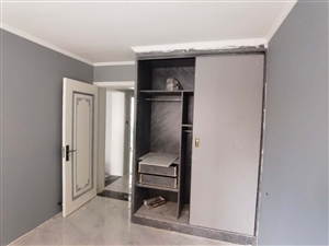 兵二双**一楼带花园3室2厅1卫精装修只卖一个月