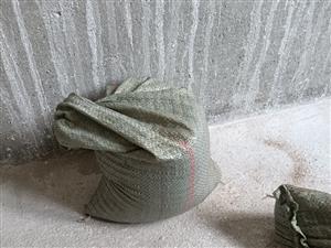 上料砸墙卖沙水泥