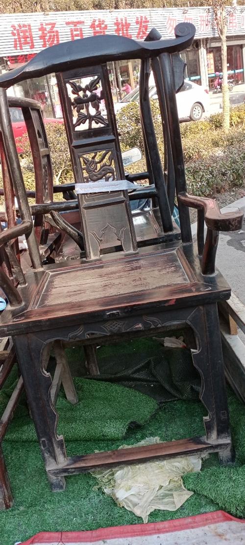 老椅子,木材不详,年代不详,有喜欢的联系