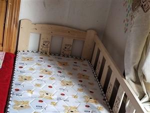 拼接床,因给孩子买了新学习桌,没地方放了,转让,九九成新。