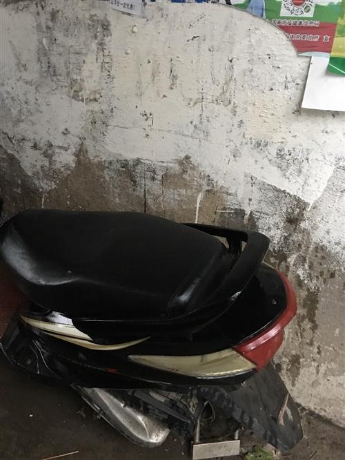 燃油摩托车,放了很久,一直没怎么骑。才换的新电瓶,有意者请联系:18080285683
