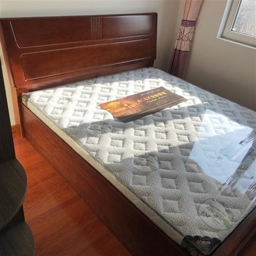 转让**实木大床,实木加厚床板,带超大储物箱,尺寸1800×2000,带**床垫未开封,因尺寸不合适...
