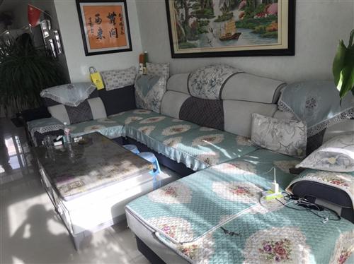 现有电视柜茶几,沙发低价处理,茶几电视柜四年了,大理石白色带花纹,成色挺新的,原价一套下来三千多呢,...