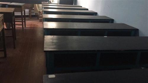 一百多套课桌加凳,原价140元一张三人桌加三把凳(原价25元一张)现处理三人的60元一套含一张三人桌...