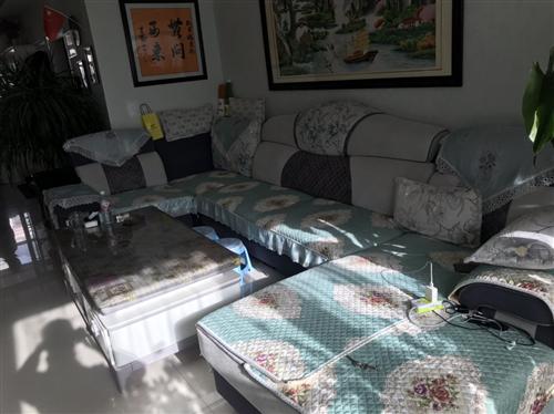 现有沙发处理,用了两年吧,当年也是五千多的沙发,特别新特别爱惜,因为是自己用都是质量好的,但是因为房...