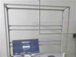 直播工作室或游戏工作室架子。上面可挂显示器若干台,下面可当桌子使用,上下还可以放多台电脑主机。适合多...