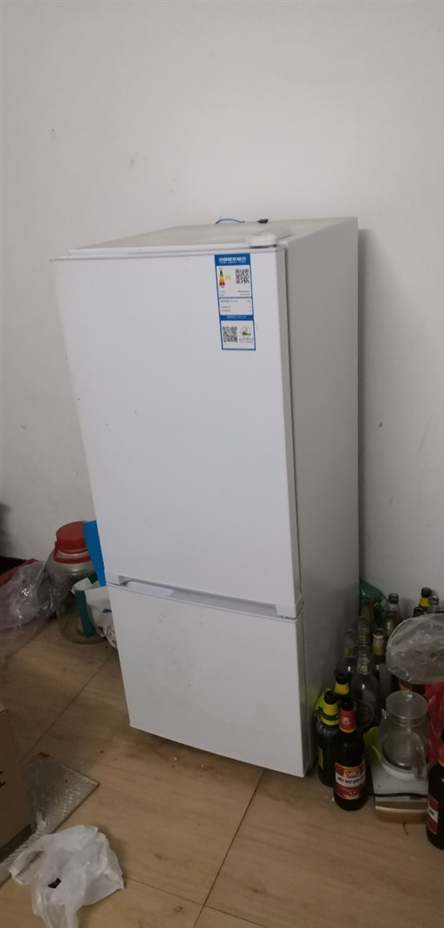 本人退租出售用了二年的冰箱,洗衣机,电热水器,**微波炉,1.8米大床梳妆台有需要的电联