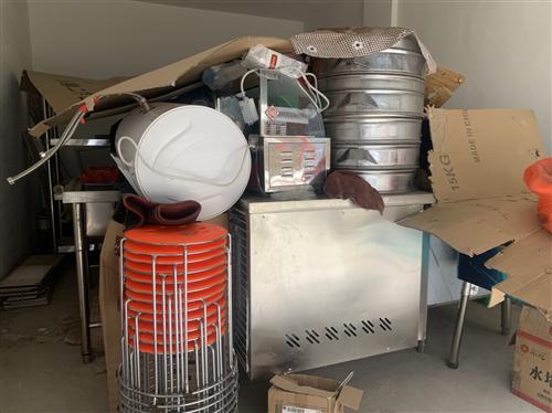 早餐店机器设备出售,自己买的新机器,用过两个月。有压面机 和面机 1.8米长大冰箱,消毒柜,电饼档,...