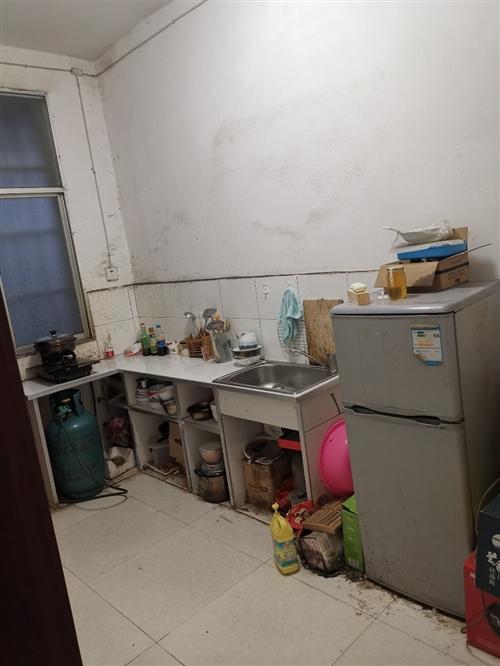住房位于盤州市城關八街兩室一廳一廚一衛68平米,價格14.6萬元,聯系電話18985922599