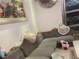 布艺沙发,可拆洗,轻微使用痕迹,没有大的损伤,不影响使用,仅支持同城自提。