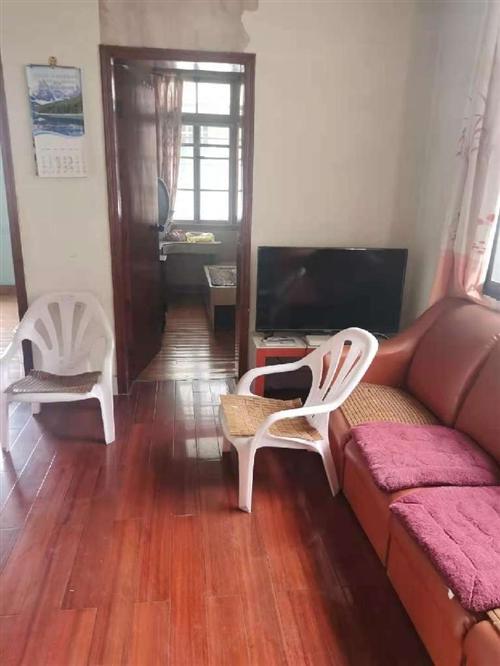 小圆狐三楼,面积85平方三室两厅一厨一卫简单装修,带一个杂物间,出售价68万看房热线18815915...