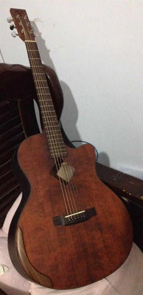 森氏手工吉他,购于实体店,买成3000多,成色九成新,完全可当厂家库存新品,原为小妹买来练手不爱玩了...