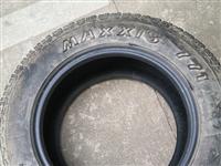 235/R65 17玛吉斯轮胎,2015年车一直在备胎架上固定在车架底下,风霜雪雨外表看上去像是很旧...