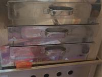 图一肠粉机600.图二蒸笼八个80.图三燃气烧烤架1100.买来没怎么用现便宜卖