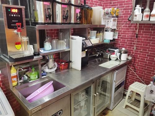 出售一套品牌奶茶设备。只用了几个月捡到就是赚到。 有意者电话咨询看货。