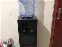 饮水机,九成新,还没用到一年,因为家里装了净水器,用不着了