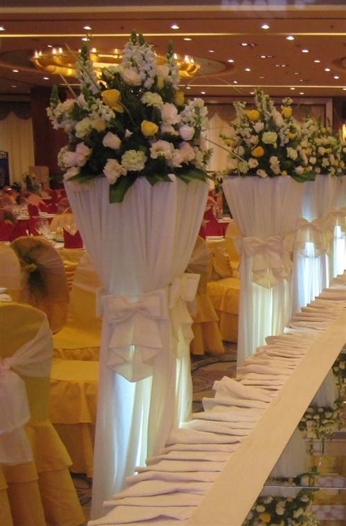 二手婚庆道具低价处理,多套舞台背景,路引,拱门,各色纱幔,七成新,想创业的看过来