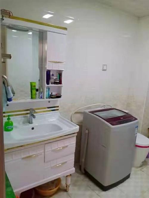 海尔全自动洗衣机9成新。因到外地便宜卖。