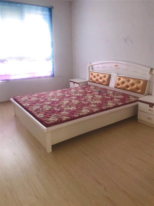 9成新大床,衣柜,要卖,有人买吗?在旭润新城
