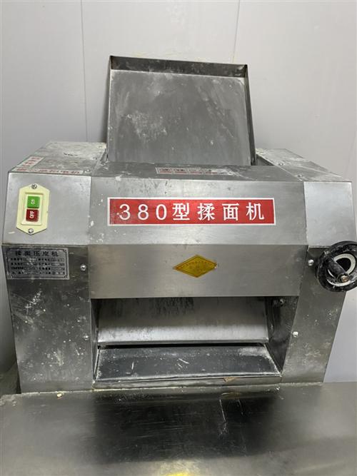 380型压面机  两相电 用了一个月 九成新  地址 大世界批发菜市场