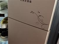 迷你小冰箱,冷藏,冷冻功能齐全。携带也方便。几乎**。