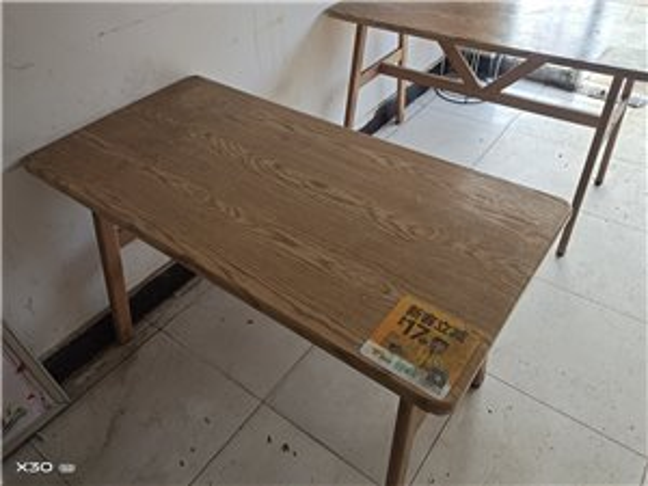 店里不用的木桌子,用不上,诚意出售100元一张