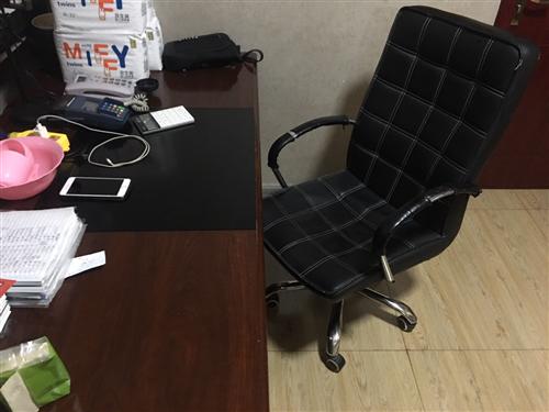 吐血价出售160×80老板桌(150),老板椅(100),储物柜(150)