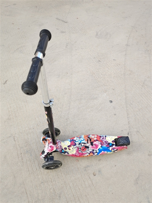 孩子滑板车低价出售