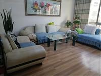 沙发扶手为全皮,坐垫为布艺,八成新,在康盛小区