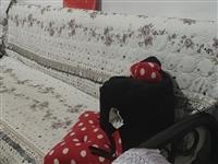 出售自用二手折疊沙發床,贈送心形小沙發一個。上門自取~