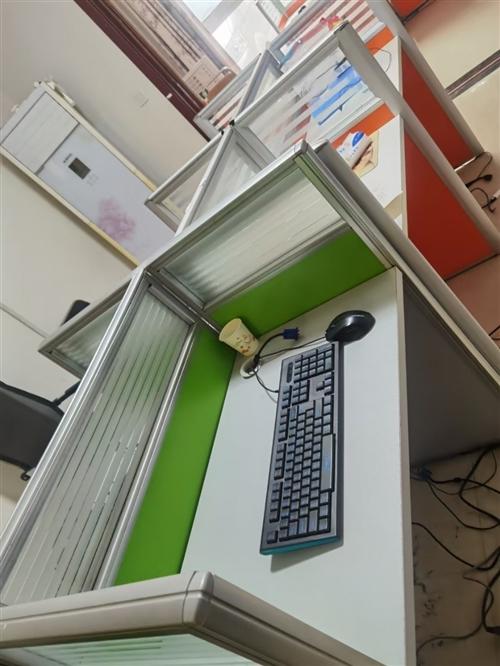 二手工位办公桌。便宜卖了便宜甩了,新蔡自提
