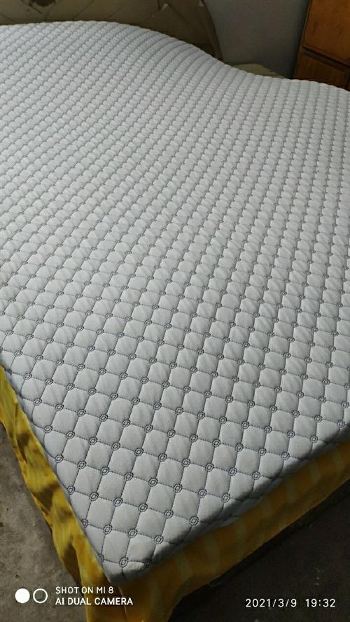 2020年新买的乳胶床垫,7.5厘米厚,1500*2000的尺寸,睡觉舒服,防螨保健。