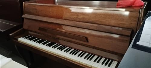 特价处理国产品牌钢琴一台,正常使用,价格美丽。
