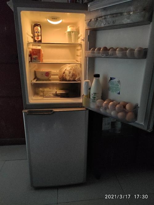 自用美菱冰箱,181升,无暗病,没有修过。 换了大的,小的用不上出售。可以放出租屋。