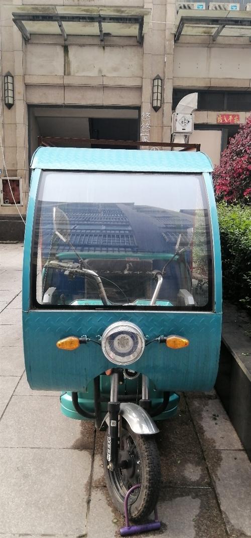金彭三轮电动车转让,大电池,快递拉货都可以!买来才用不到一年,9成新,因外出发展将此车转让!