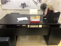 辦公電腦4臺,打印機一臺,飲水機一臺,椅子5把。辦公桌兩張。前臺一張。全部才用了一年不到?,F因從新搬...