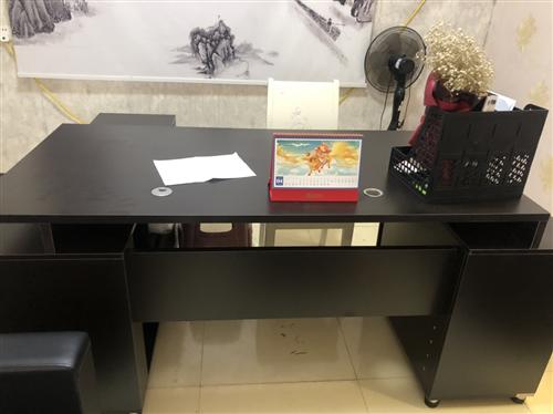 办公电脑4台,打印机一台,饮水机一台,椅子5把。办公桌两张。前台一张。全部才用了一年不到。现因从新搬...