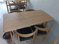 精致饭桌,99成新。还剩2套。