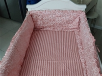 婴儿床 带床垫   买的时候花1千多买的  功能挺多的  低价处理了  有要的联系我   带床品