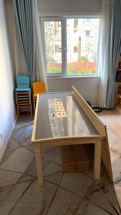 大型积木桌,淘宝购买**,带**积木几套,送塑料凳