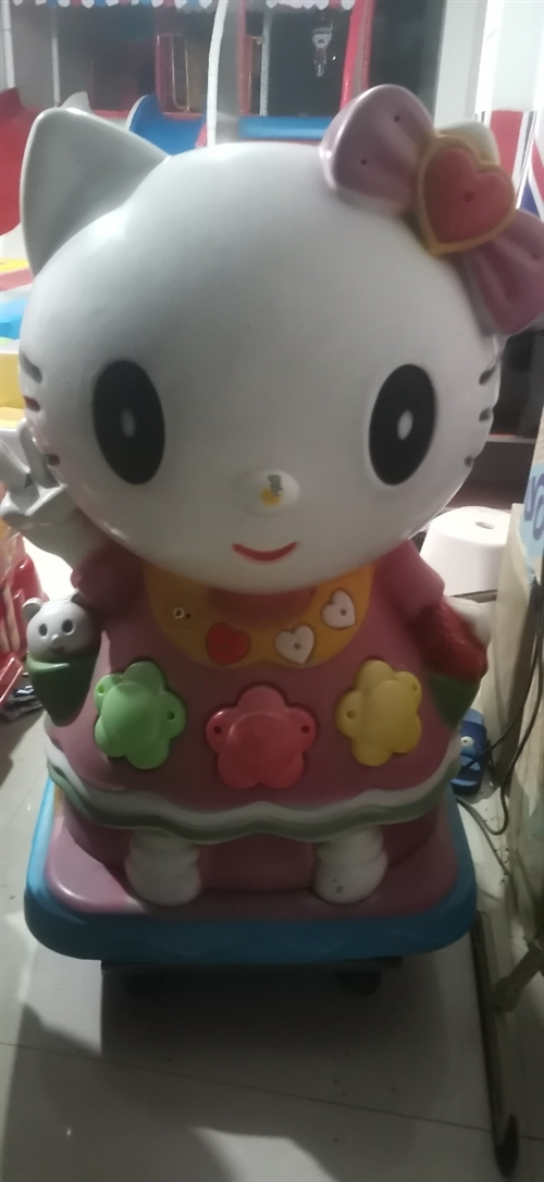 摇摇车,一个小玩具的价钱卖了,可以正常使用。