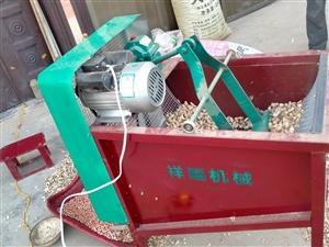 花生种剥壳机,不烂子带风机,风力强劲,配国标1.1KW电机,电机质保一年