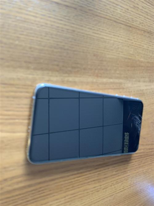 到一台iPhoneXs max国行全原64G白色,屏有一处亮点(图4)不影响使用,前后盖板漂亮,边框...